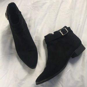 3/$30 🌺 Suede Black Ankle Booties - Size 6